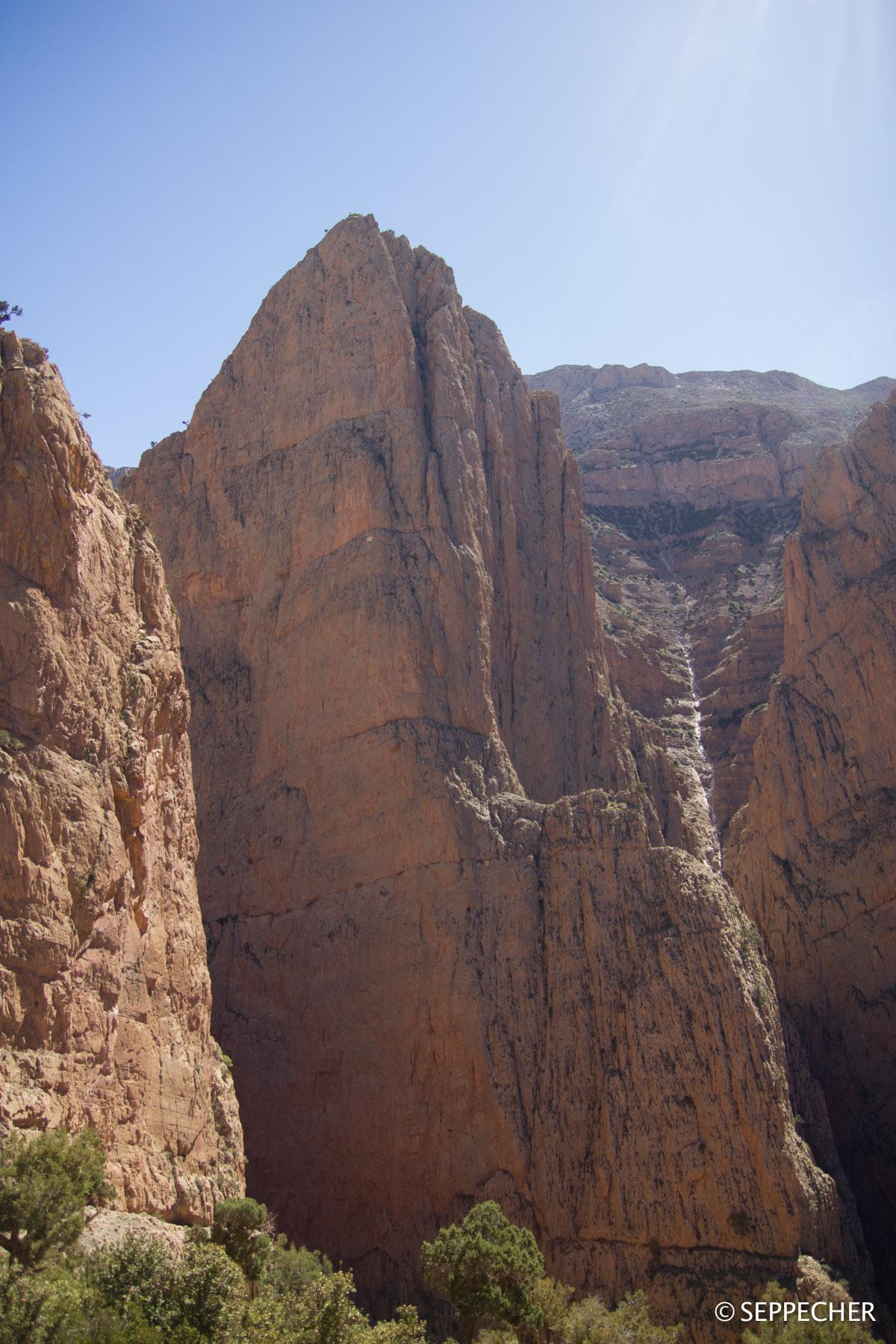 L'imposante face nord du Taoujdad.